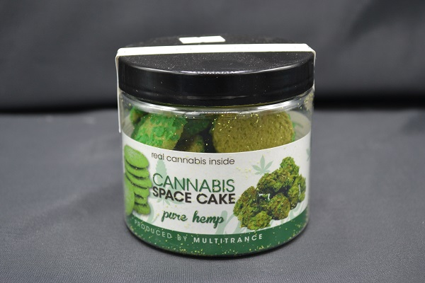 Cannabis space cake in een potje