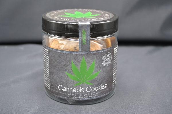 Cannabis koekjes in een potje